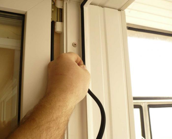 Уплотнитель балконной двери.